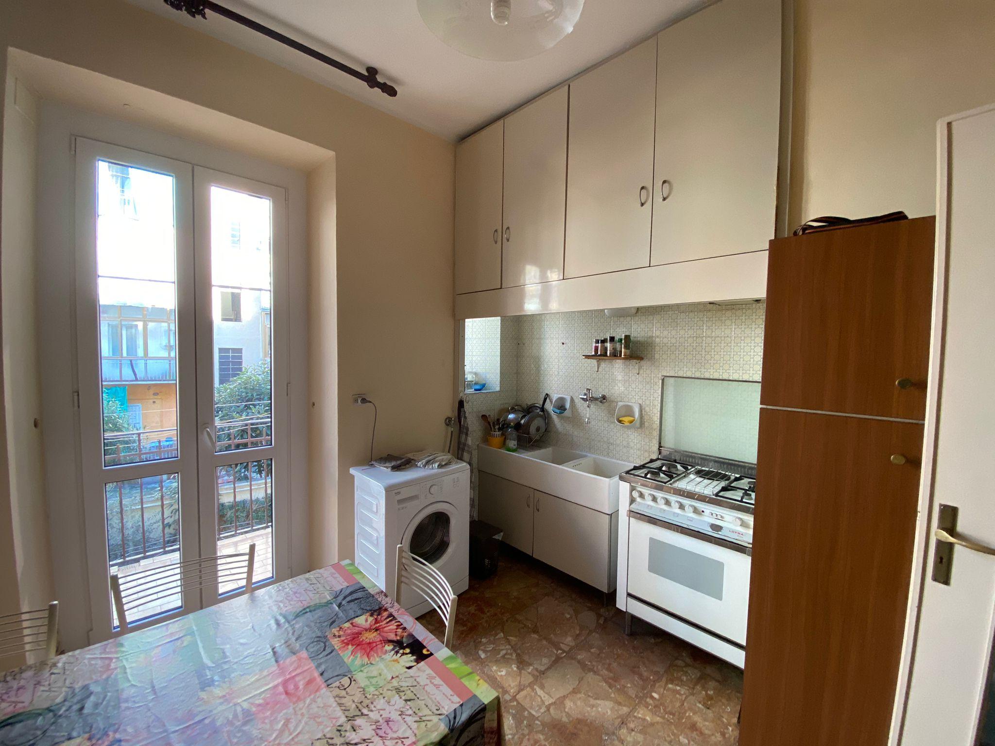 Trilocale arredato in affitto, zona San Paolo.