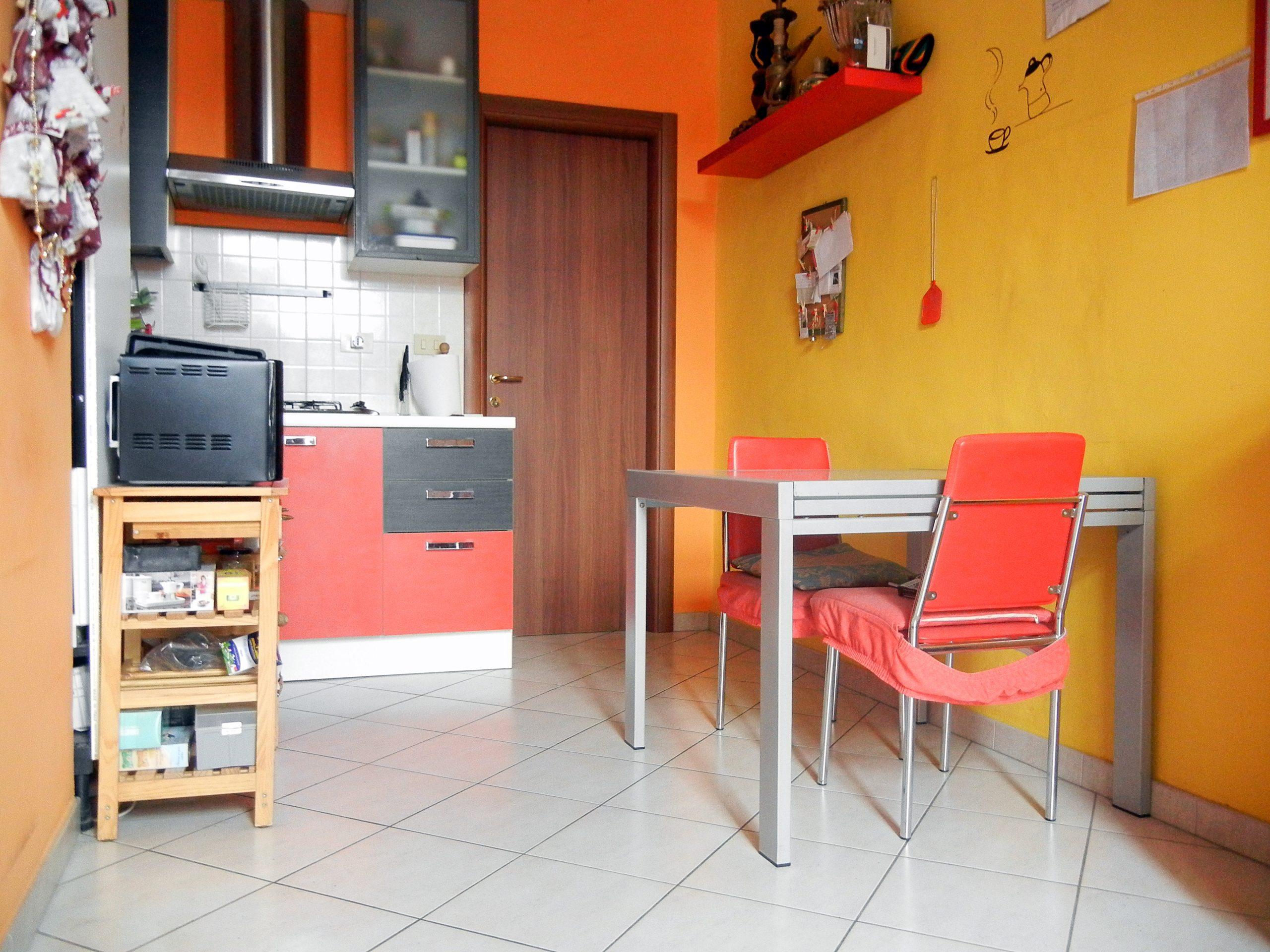 Bilocale ristrutturato e arredato in vendita in Corso Belgio, ottima opportunità d'investimento.